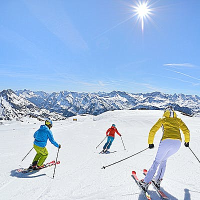 Titelbild für Zwischen Networking und Après-Ski