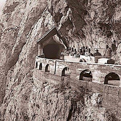 Laloupe bergfotografie autobus flexenpass 1925