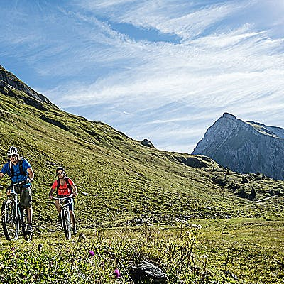 Cover image for Bike-hiking on the Arlberg