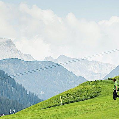 Titelbild für Green-er wird's nicht: der neue Golfplatz Arlberg